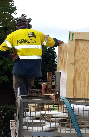nbnco_worker_back